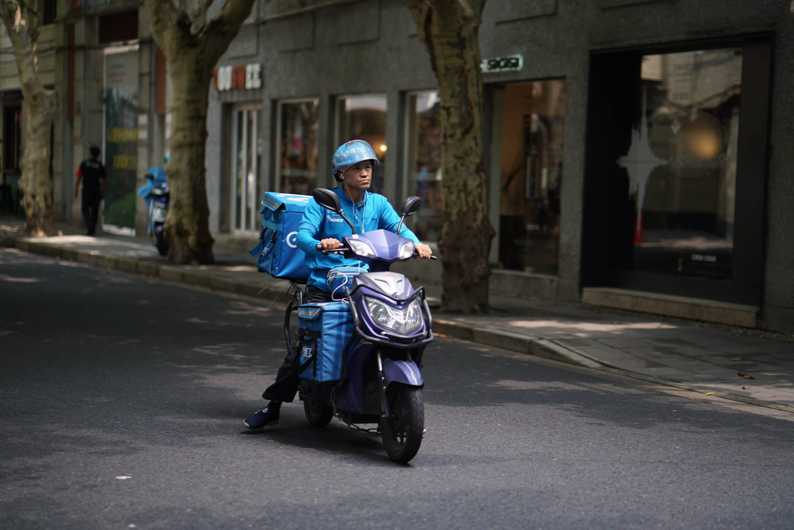 Gig delivery driver in Shanghai